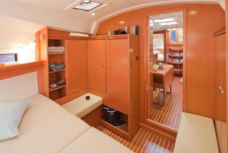 navegando en barco de vela vacaciones en el mar bavaria 36 viaje con niños