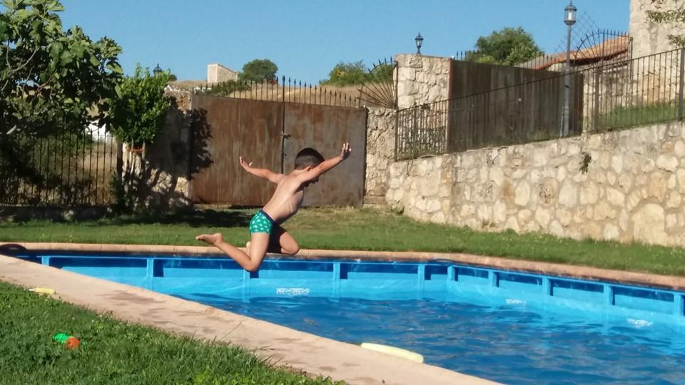 Begoña P Hotel Rural del Niño Verano 2017 Al agua en Valdeavellano