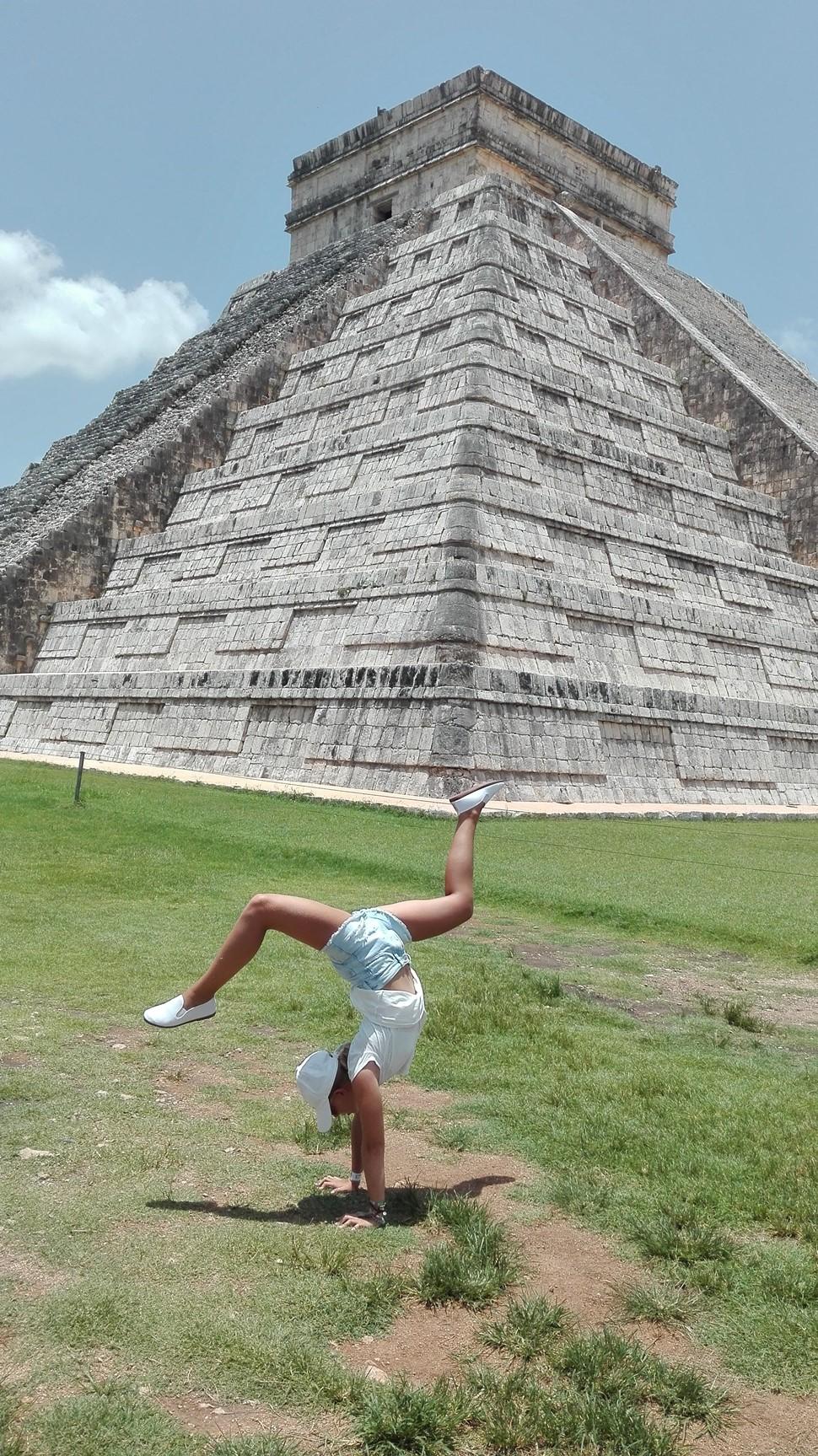Marisol F El Tesoro de los Mayas Verano 2017 Disfrutando de Chichén Itza