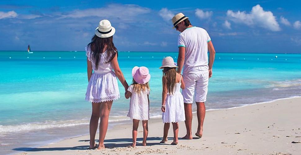 45481ba80 Qué no puede faltar en un viaje a la playa con niños